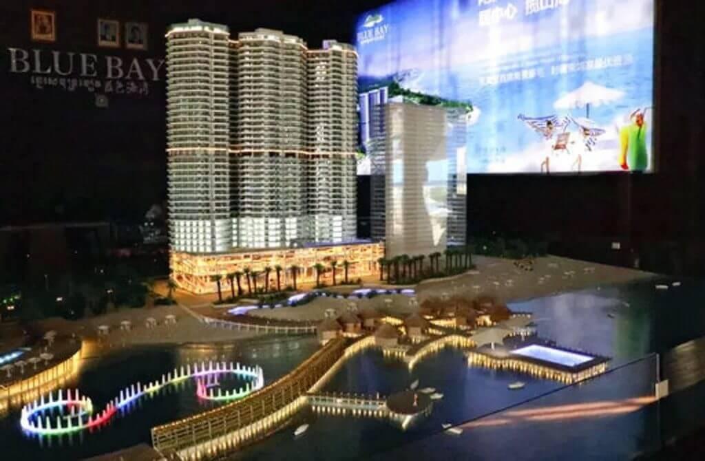 柬埔寨西哈努克市的中国房地产商对外展示的新豪华公寓与酒店广告模型
